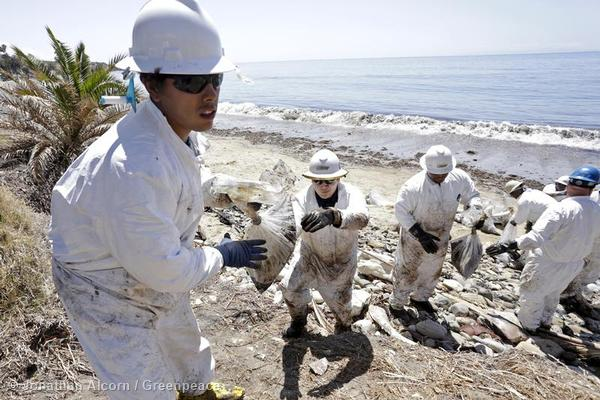 Clean-up workers pass bagged debris at Refugio State Beach on Wednesday, May 20, 2015. Photo credit: Jonathan Alcorn/Greenpeace.